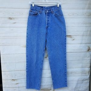 VTG Levi's 9 high-rise mom jeans raw hem soft lt